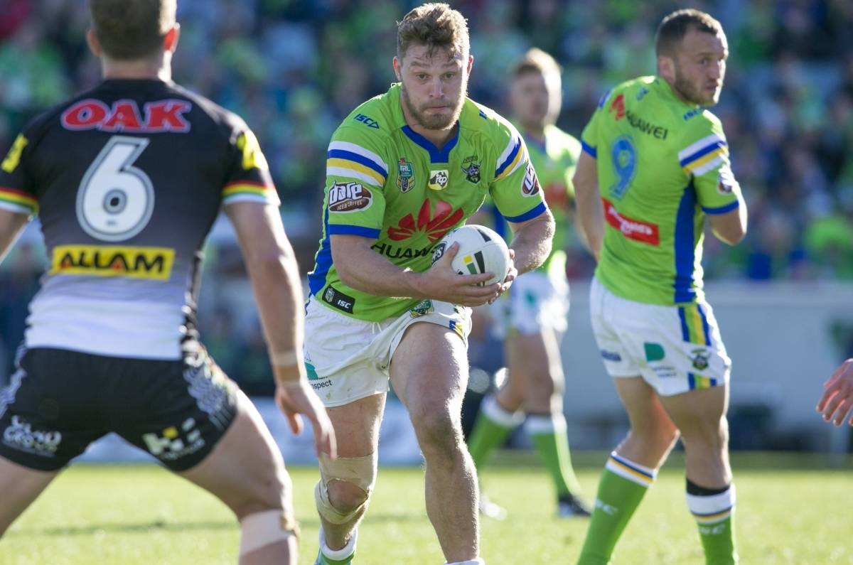 Home & Away: Elliott Whitehead