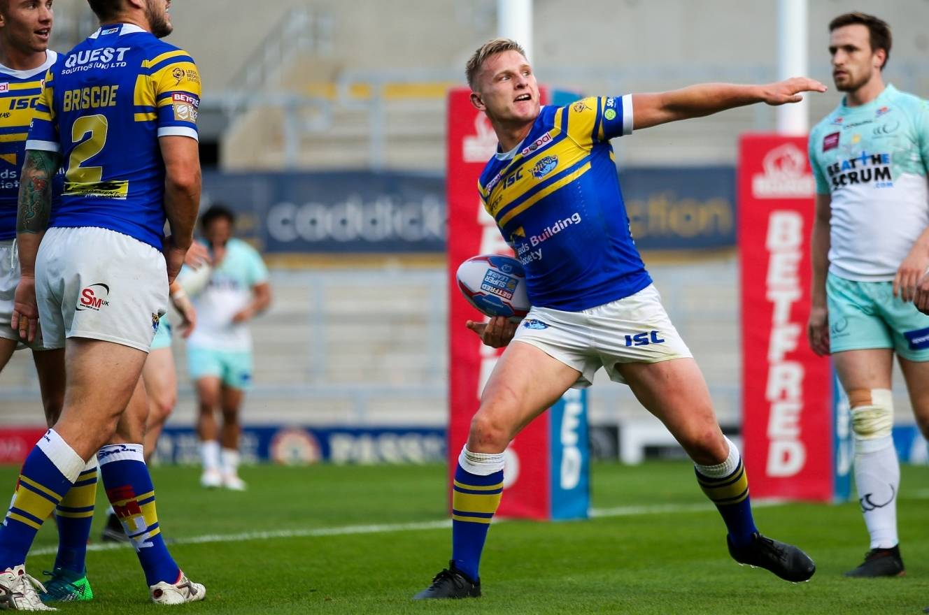 Leeds keep Super 8s hopes alive with Widnes win