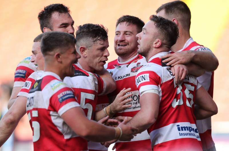 Leigh hold off Widnes fightback