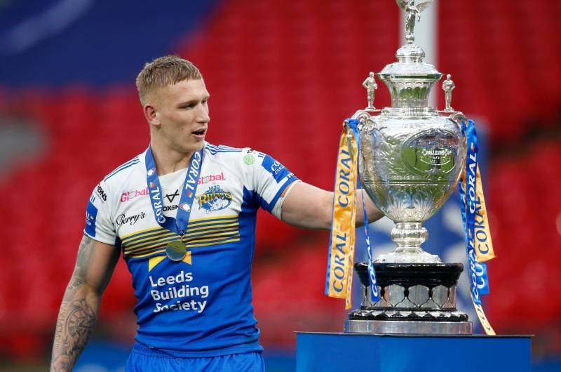 Mikolaj Oledzki agrees new Leeds deal