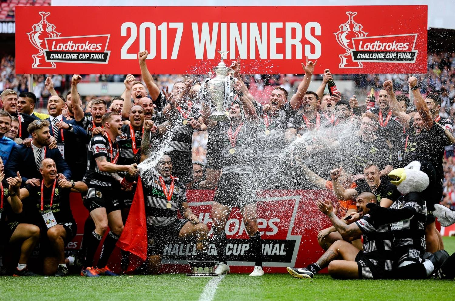 Hull win back-to-back Ladbrokes Challenge Cups